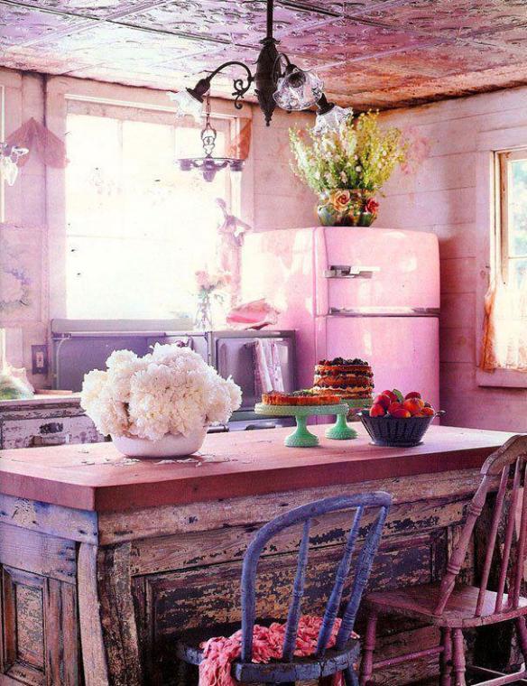 cozinha-com-geladeira-rosa